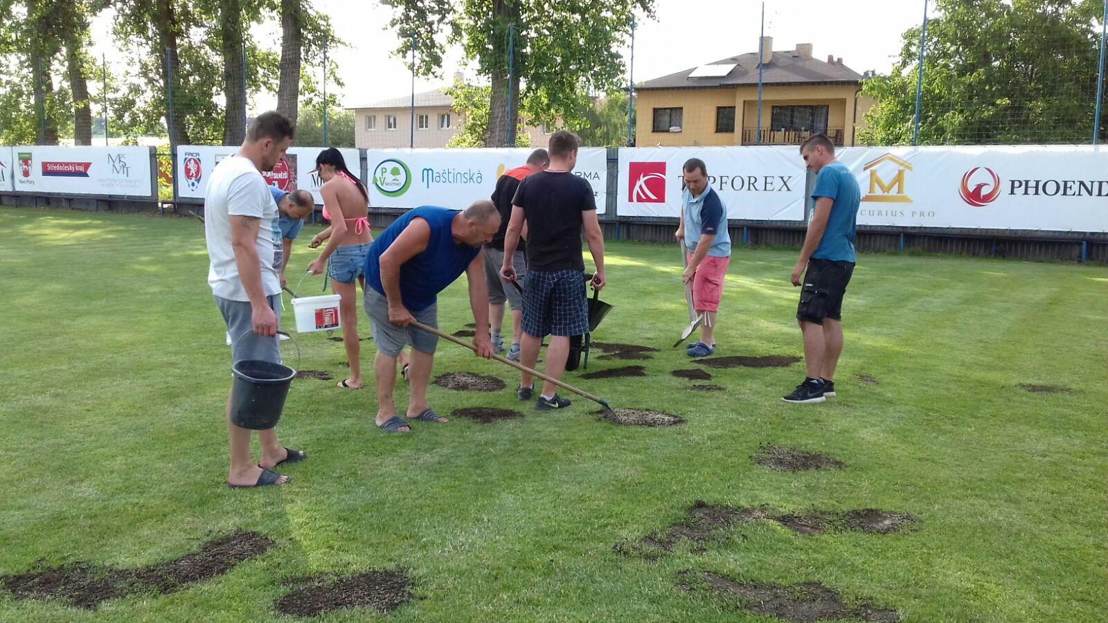 You are currently viewing Brigáda na opravu hřiště proběhla úspěšně!